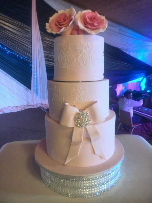 3tier Bow and Brooch Wedding cake